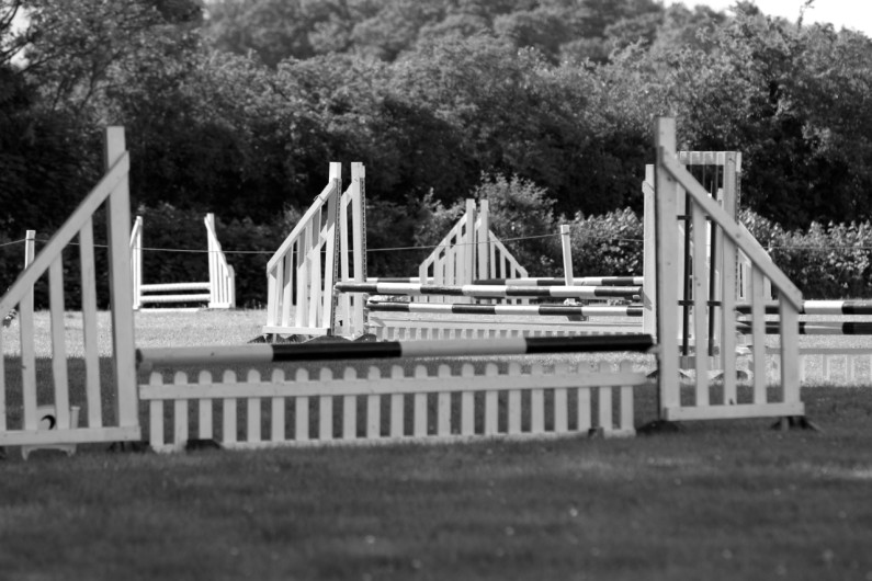 Show jumps black & white